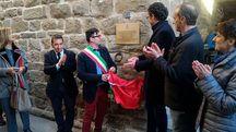 Una targa commemorativa in ricordo del Conte Giulio Masetti (Foto Gianni Nucci/Germogli)