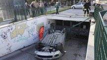 Porto San Giorgio, precipita con l'auto nello scivolo (foto Zeppilli)