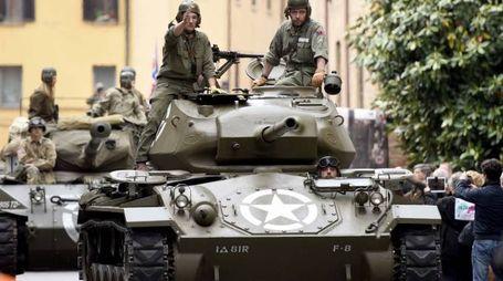 Carri armati in corso Porta Reno: non è un'invasione ma l'arrivo della spettacolare Colonna della Libertà