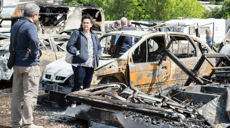 Camper e automobili divorati dalle fiamme
