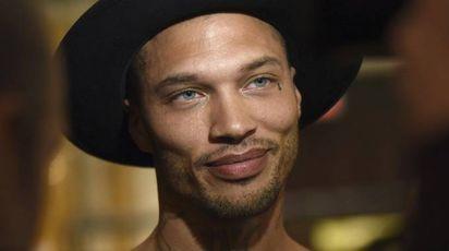 Jeremy Meeks, l'ex detenuto ora modello, prima di una sfilata a New York (Ansa)