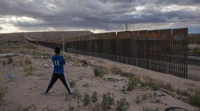 La barriera al confine tra Messico e Stati Uniti (Ansa)