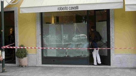 L'esterno della boutique di Roberto Cavalli (Umicini)