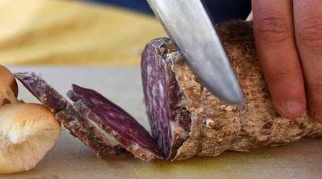 Il tipico salame all'aglio ferrarese (Foto Businesspress)