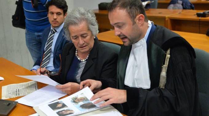 Paola Bettoni con l'avvocato Daniele Pizzi