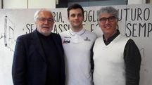 La prima foto bolognese di Stefano Gentile con due dirigenti della Virtus