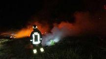Vigili del fuoco al lavoro sull'incendio
