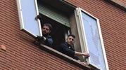 Vetro si stacca e ferisce una passante in via Lame a Bologna (foto Schicchi)