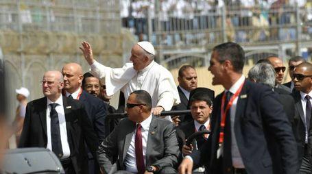 Bagno di folla per Papa Francesco (Afp)