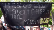 """Carpi, bus contro il 'Meucci', studenti in marcia. """"Amiamo la nostra scuola"""""""