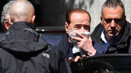 Berlusconi all'uscita della clinica (Ansa)