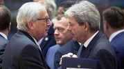 Paolo Gentiloni e Jean-Claude Juncker (Ansa)