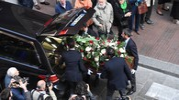 Il fretro di Giorgio Guazzaloca esce da San Pietro dopo la messa (Schicchi)