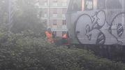 Tragedia sotto il treno in via Arno
