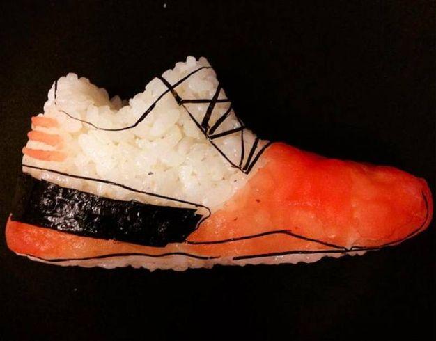 Sushi a forma di calzatura (Olycom)