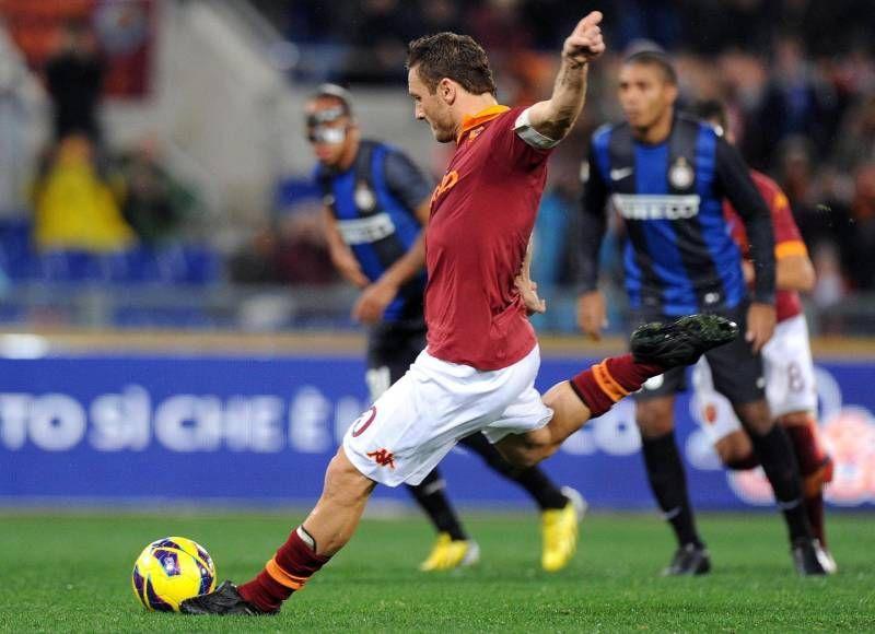 Totti segna il gol dell'1-0 contro l'Inter nel 2013 (Ansa)