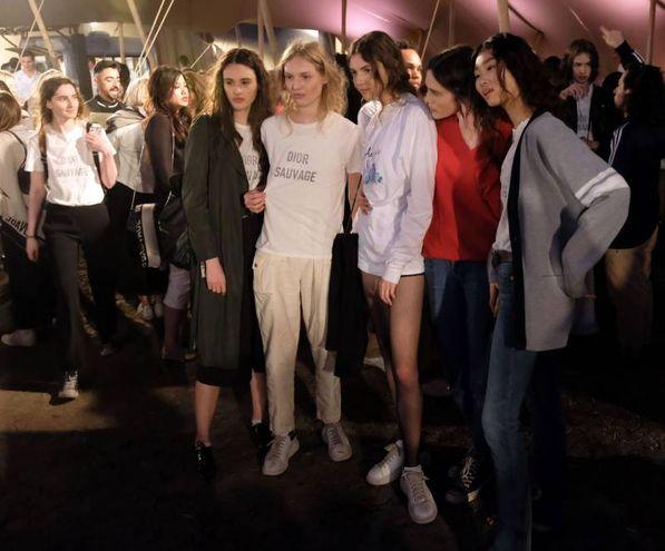 Modelle al party dopo la sfilata (Afp)