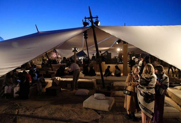 Il party sotto le tende (Afp)