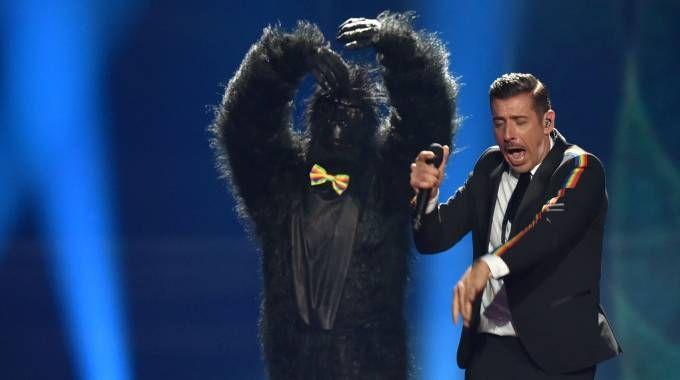 Francesco Gabbani (e la scimmia) all'Eurovision (foto Afp)