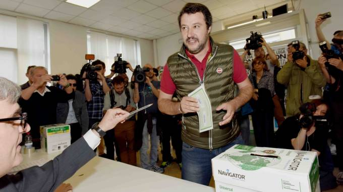 Matteo Salvini al voto (LaPresse)