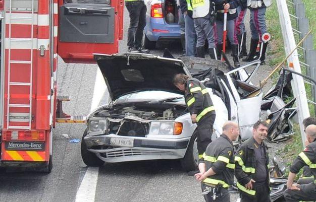 L'auto distrutta nel tamponamento in A1 (Foto Fiocchi)