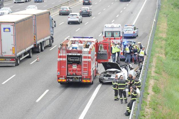 Ambulanza e vigili del fuoco, ma i soccorsi sono stati inutili (Foto Fiocchi)