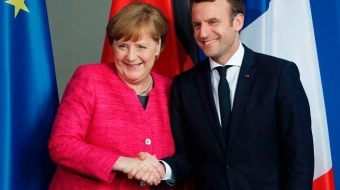 Macron y Merkel acuerdan trabajar en reformas para el UE