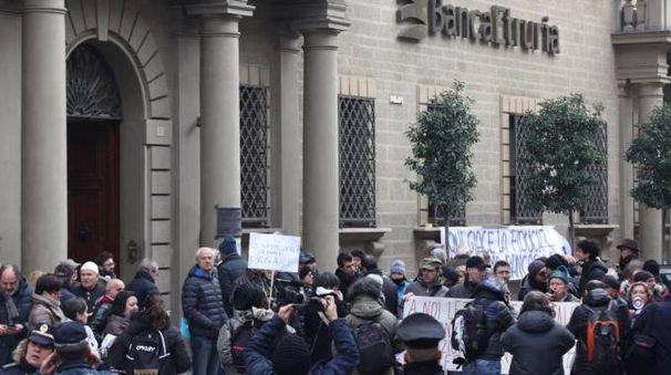 Proteste a Banca Etruria