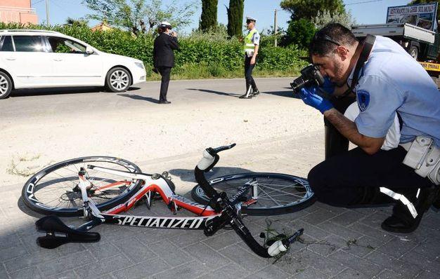 I rilievi dopo l'incidente che ha coinvolto Nicky Hayden (Foto Migliorini)
