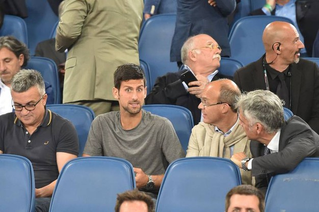 Novak Djokovic in tribuna (Afp)