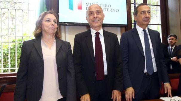 Il prefetto Luciana Lamorgese, il ministro Marco Minniti e il sindaco Giuseppe Sala (Ansa)