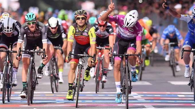Giro d'Italia, Gaviria vince la tappa 12 (LaPresse)
