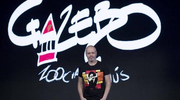Diego Bianchi Zoro con il logo di Gazebo (Ansa)