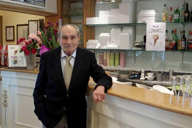 Tonino Marselli al banco (foto Pasquale Bove)
