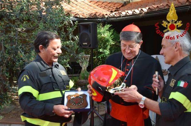 La visita del cardinale Betori al comando provinciale dei vigili del fuoco di Firenze