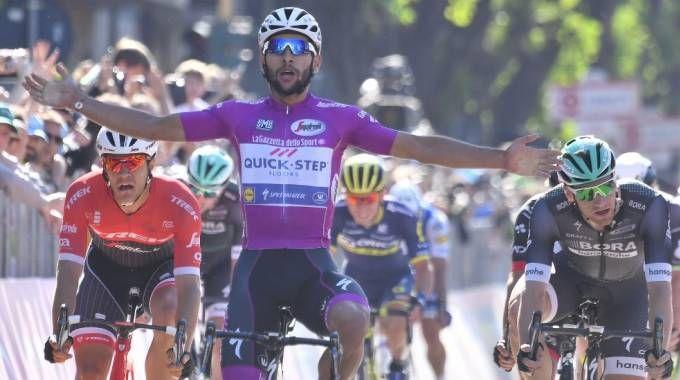 Fernando Gaviria vince a Tortona