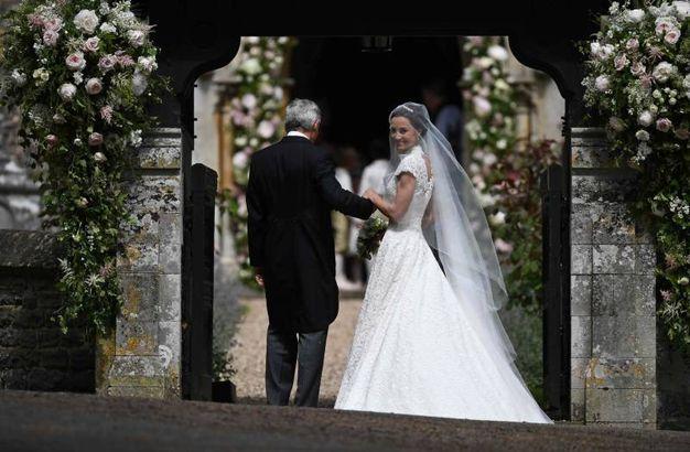 La sposa con il padre (Afp)