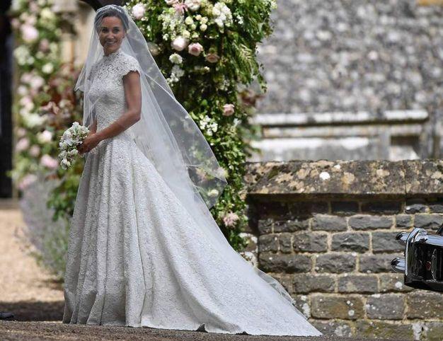 La sposa in abito bianco (Afp)