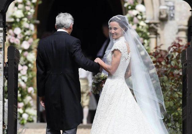 La sposa raggiante (Afp)
