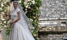Pippa Middleton sposa con un abito di Giles Deacon (Lapresse)
