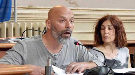 """Tiziano Anguillesi, proprietario del gatto """"scomparso"""", durante la seduta"""