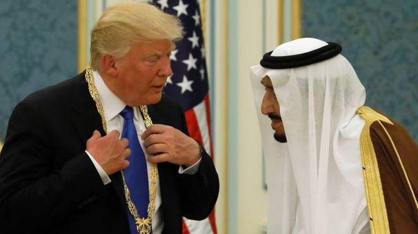 Donald Trump e il re saudita Salman bin Abdulaziz Al Saud (Lapresse)