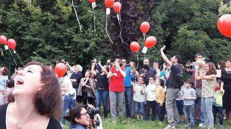 Il lancio dei palloncini in via dei Mille