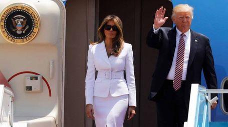 Donald e Melania Trump sull'Air Force One (Lapresse)