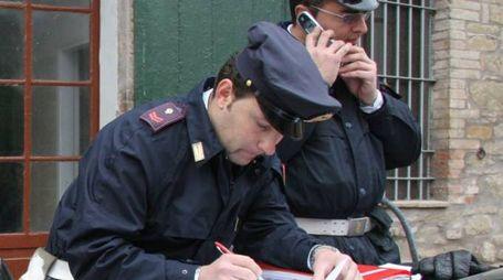 Le indagini sono state seguite dalla polizia. Gli agenti hanno perquisito la casa del pachistano