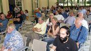 TUTELA DELLA SPIAGGIA I candidati sindaco e il pubblico al forum dei Paladini Apuoversiliesi a Villa Bertelli