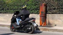 Uno dei tre autovelox bruciati (Foto Mignardi)