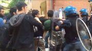 Un momento della carica della polizia in via Belmeloro (dalla pagina Facebook del collettivo Hobo)