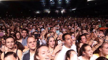 Pubblico a un concerto al Mandela Forum (New Pressphoto)
