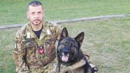Un carabiniere cinofilo con il  cane